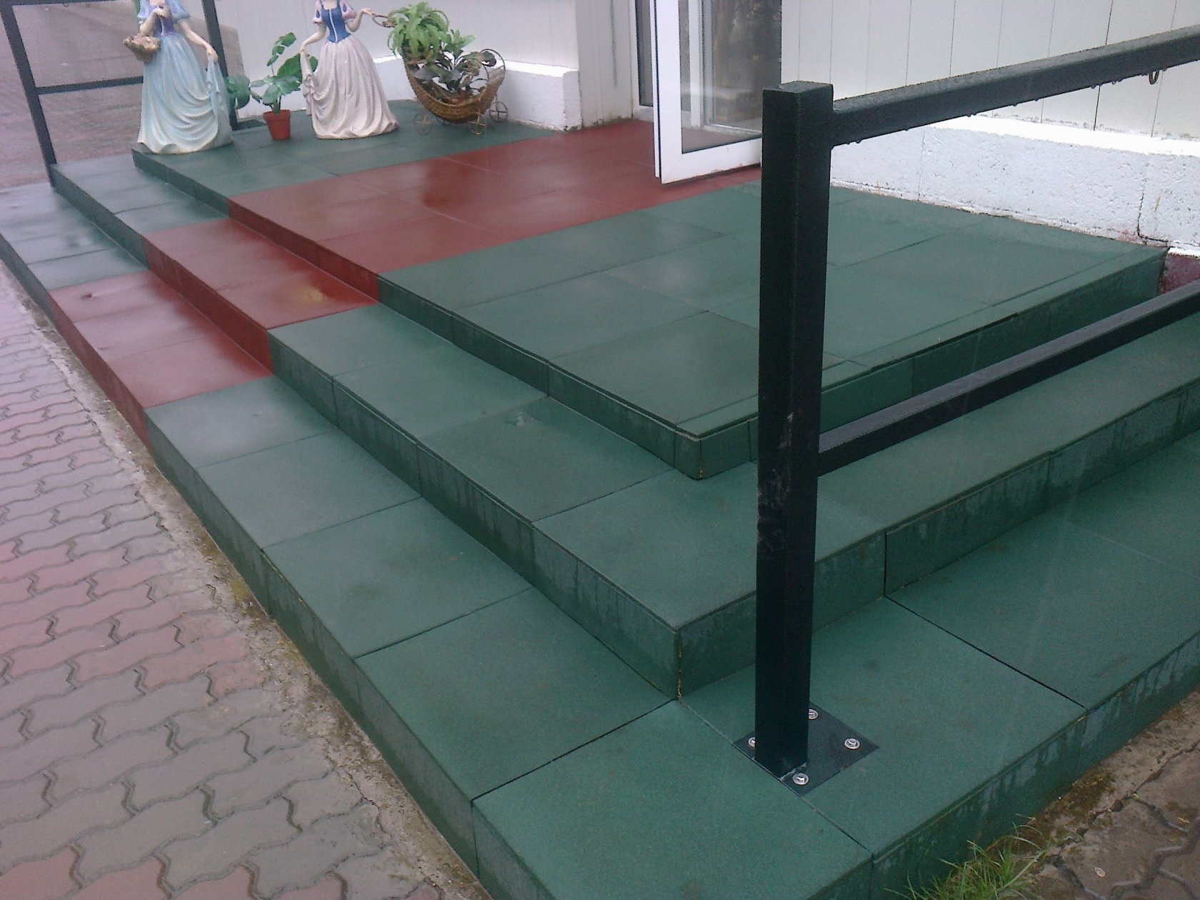 цена на резиновую плитку для ступеней крыльца в Ставрополе